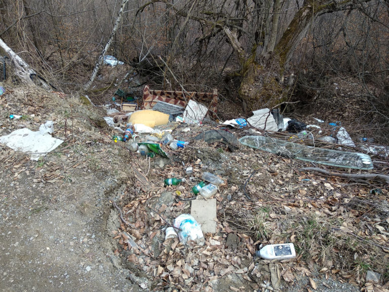 Garbage in nature - Community powered by DLOT - Cora Lupas