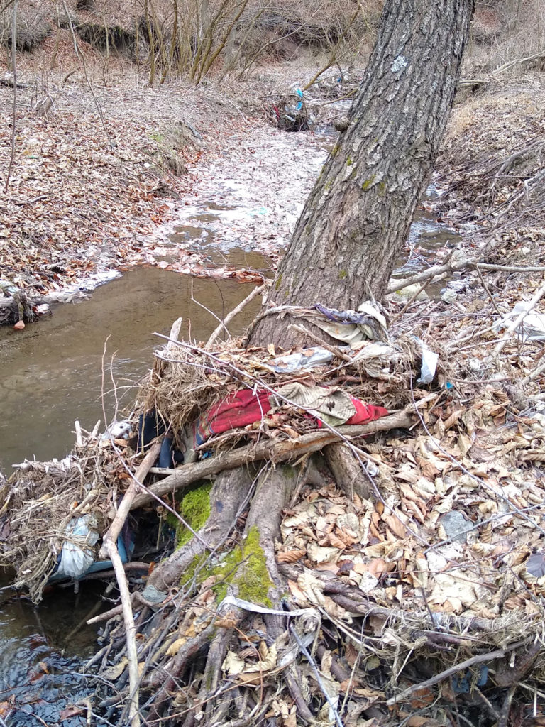 Riverbed trash - Cora Lupas - Down by the river (2)